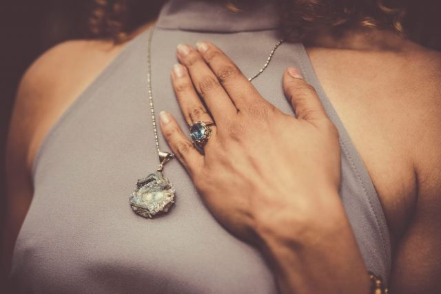 Heiring smykker, hvad har størst betydning - pålydende værdi eller affektionsværdi?